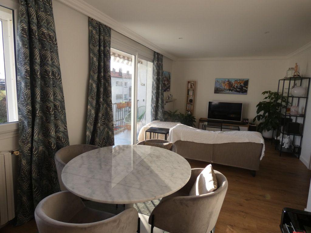 Appartement à vendre 3 70.43m2 à Niort vignette-1