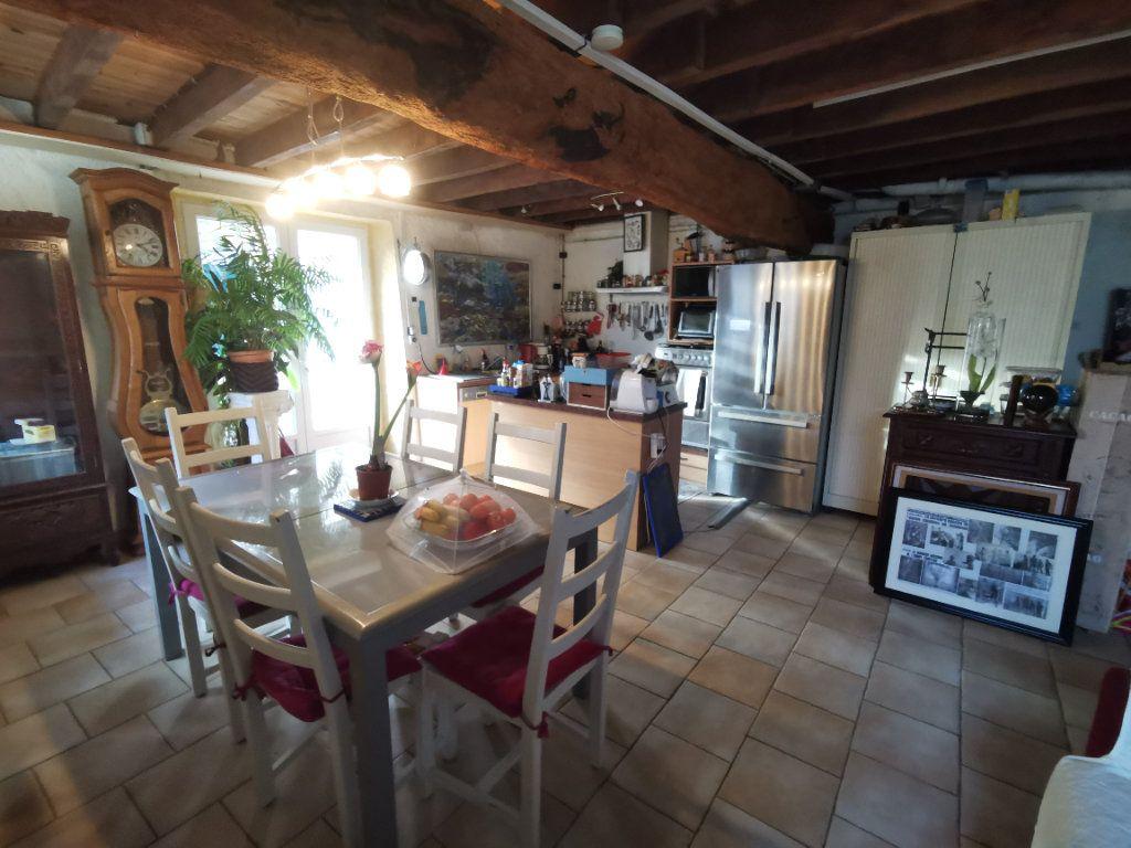Maison à vendre 4 110m2 à Saint-Loup-Lamairé vignette-4