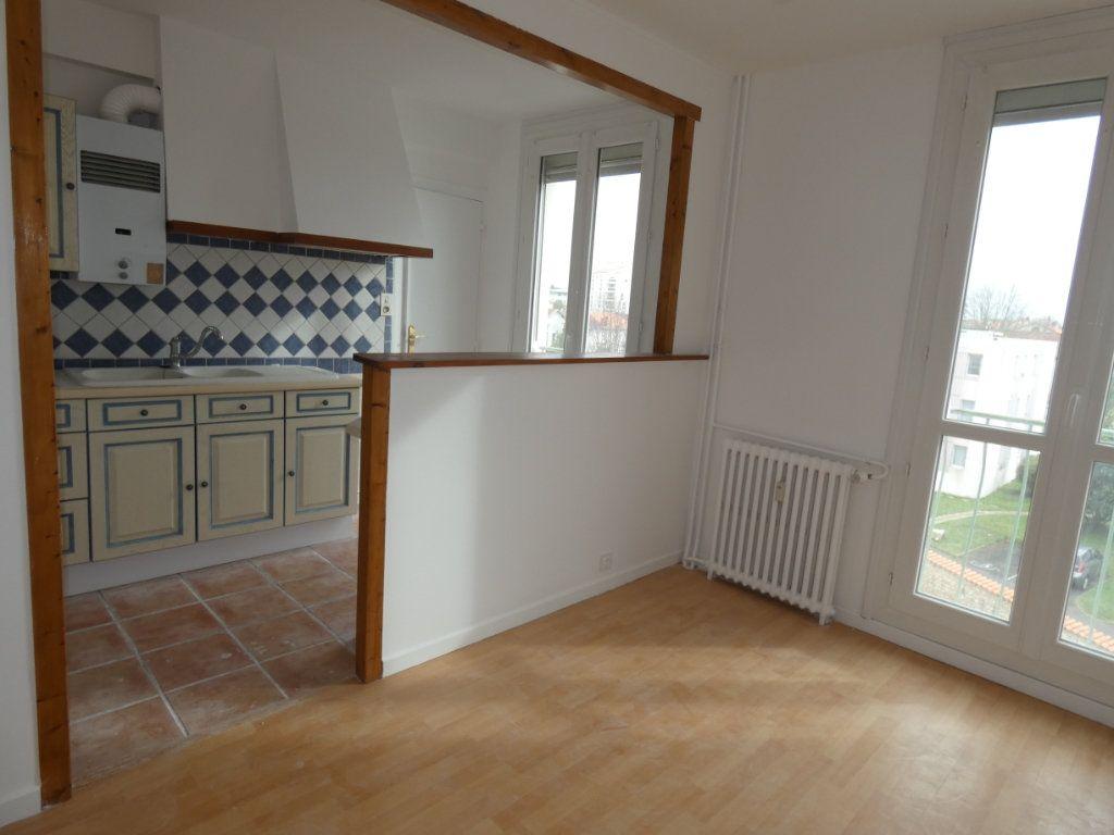 Appartement à vendre 3 65.3m2 à Niort vignette-1
