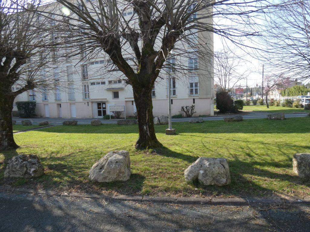 Appartement à vendre 3 65.3m2 à Niort vignette-3