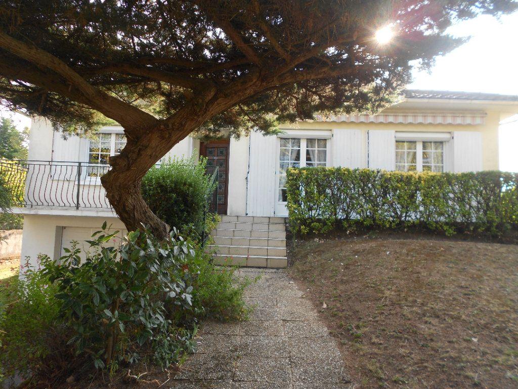 Maison à louer 5 130m2 à Niort vignette-1