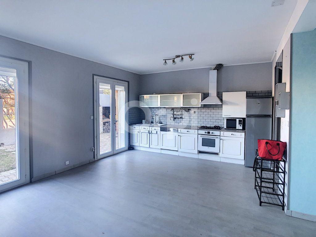 Maison à vendre 6 128.86m2 à Le Barcarès vignette-6