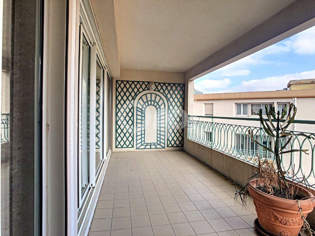 Appartement à vendre 4 112m2 à Perpignan vignette-1