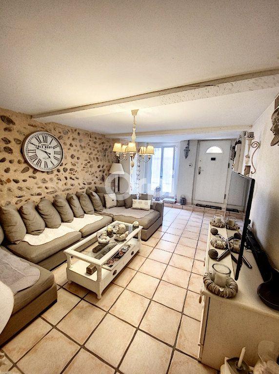 Maison à louer 4 119m2 à Saint-Féliu-d'Avall vignette-1
