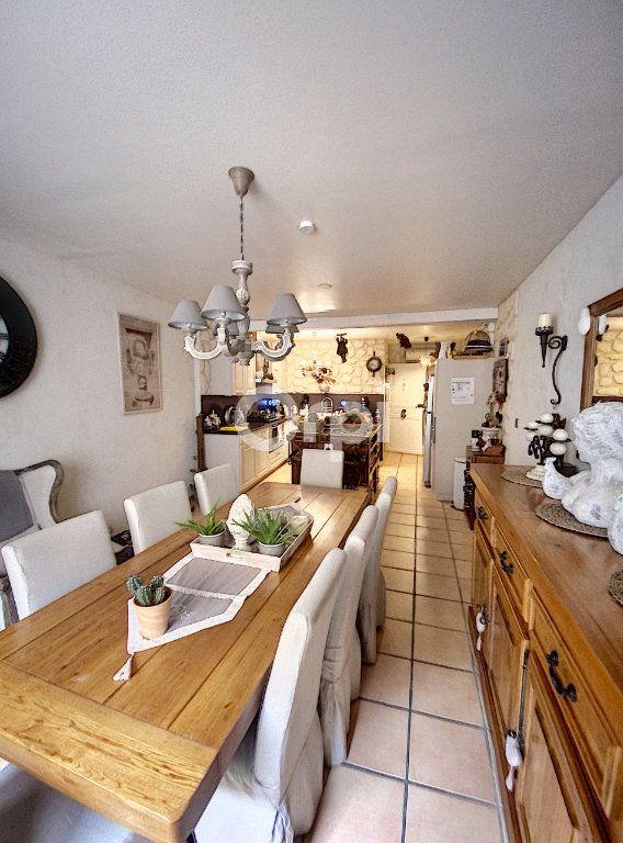 Maison à louer 4 119m2 à Saint-Féliu-d'Avall vignette-4