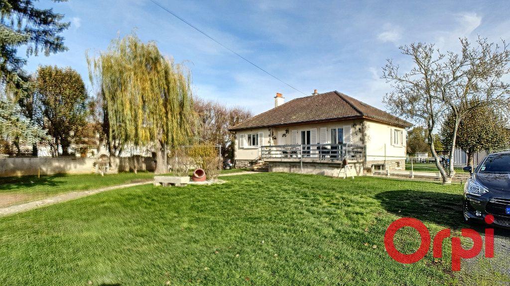 Maison à vendre 10 320m2 à Vendat vignette-9
