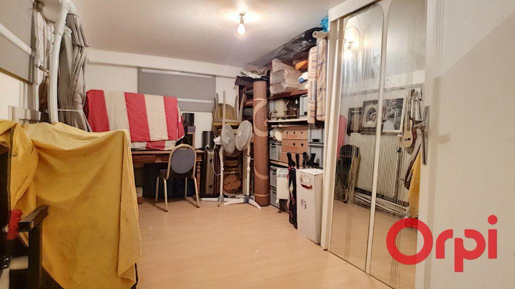 Maison à vendre 10 320m2 à Vendat vignette-16