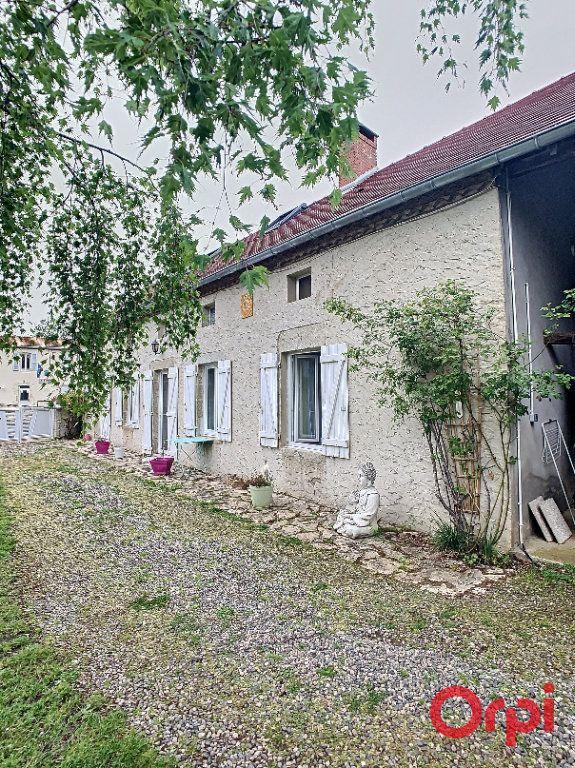 Maison à vendre 5 130m2 à Saint-Quintin-sur-Sioule vignette-1