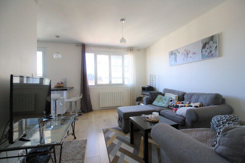 Appartement à vendre 3 46m2 à Bordeaux vignette-2