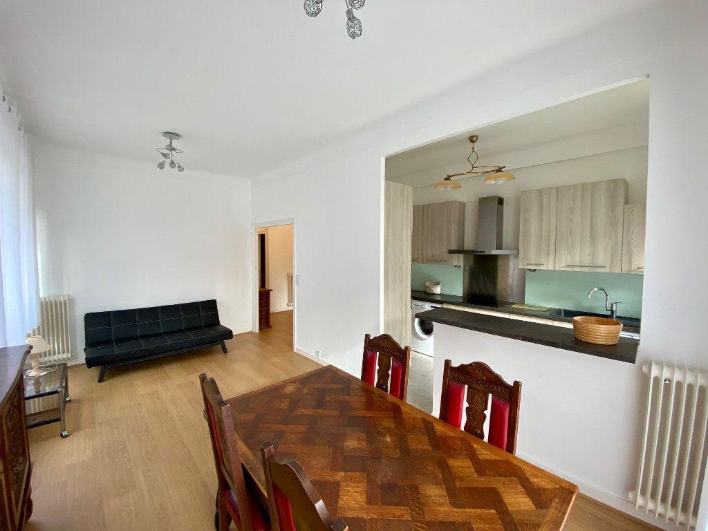 Appartement à louer 3 74.05m2 à Nice vignette-1