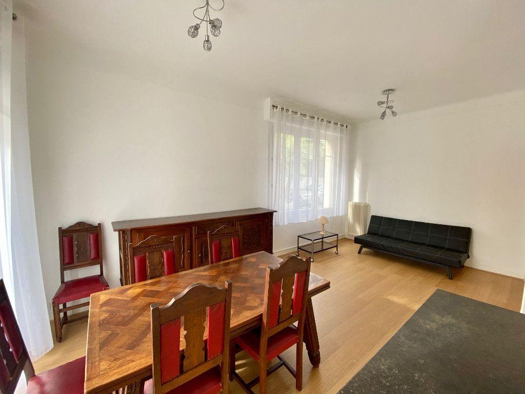 Appartement à louer 3 74.05m2 à Nice vignette-2