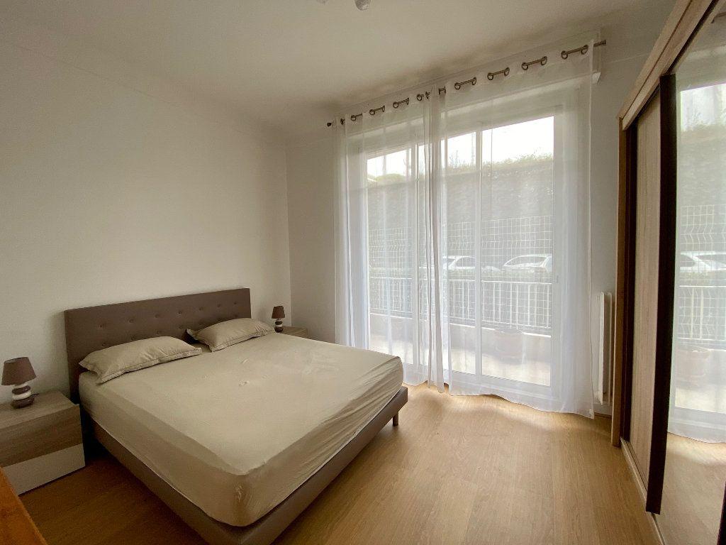 Appartement à louer 3 74.05m2 à Nice vignette-9