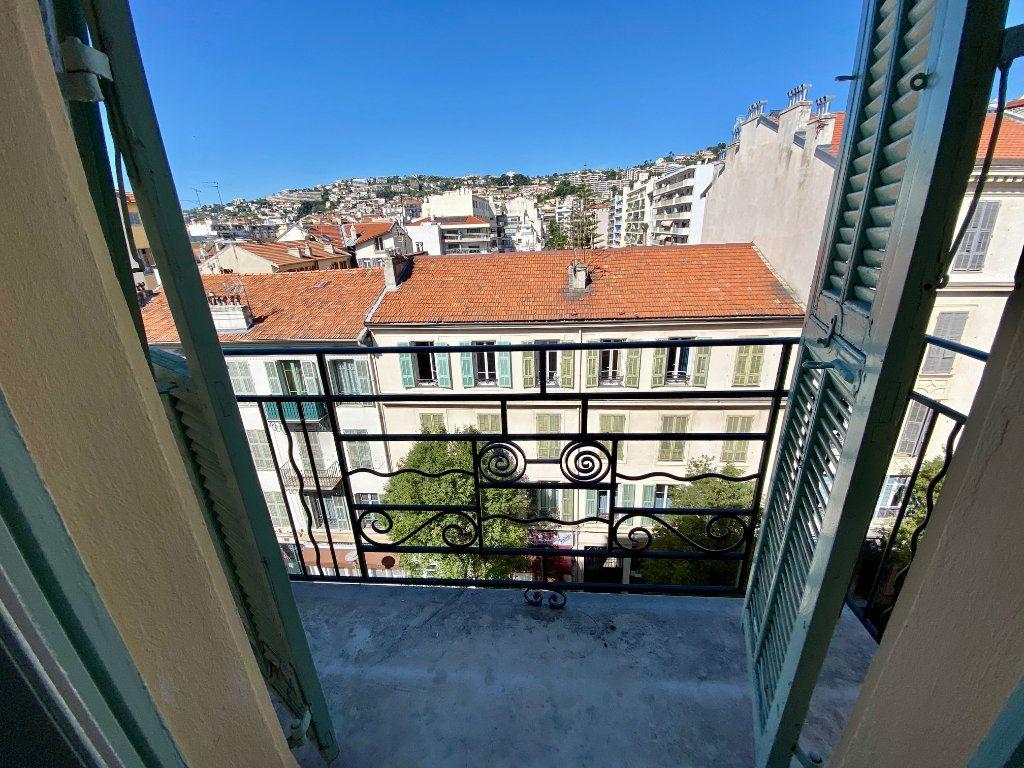 Appartement à louer 1 15m2 à Nice vignette-4