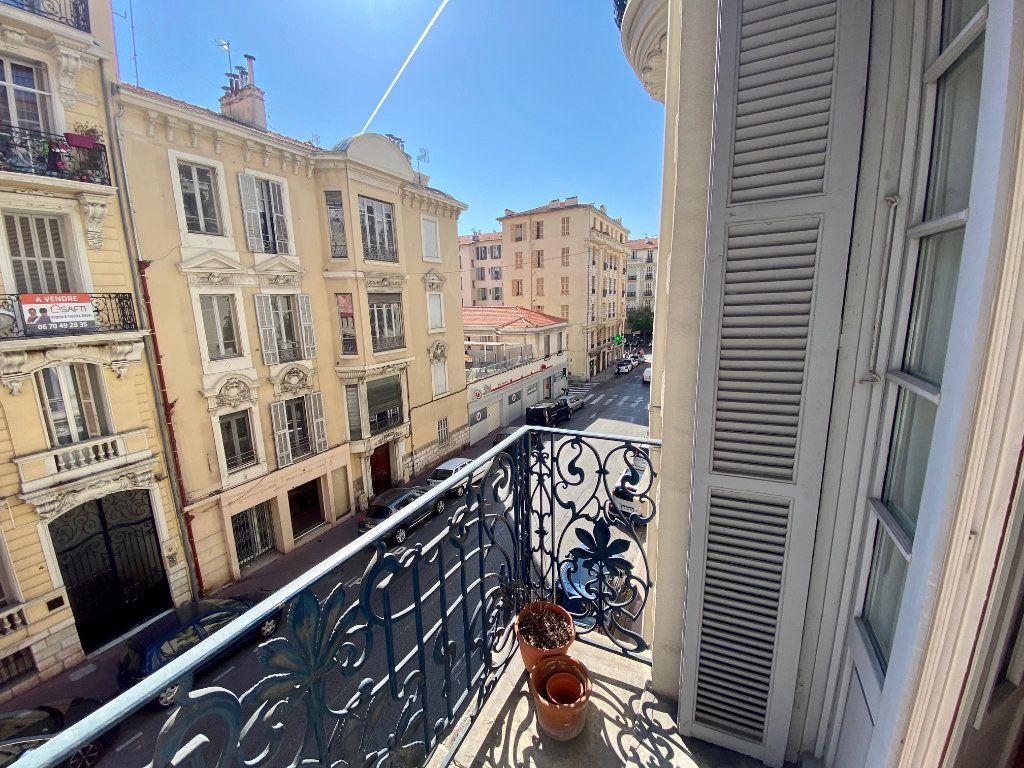 Appartement à louer 3 102.34m2 à Nice vignette-2