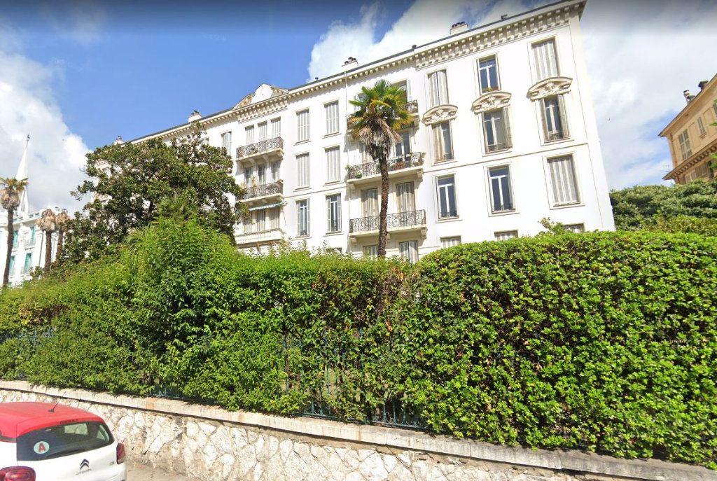 Appartement à louer 1 22.95m2 à Nice vignette-1