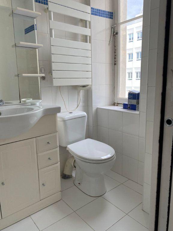 Appartement à louer 1 22.95m2 à Nice vignette-4