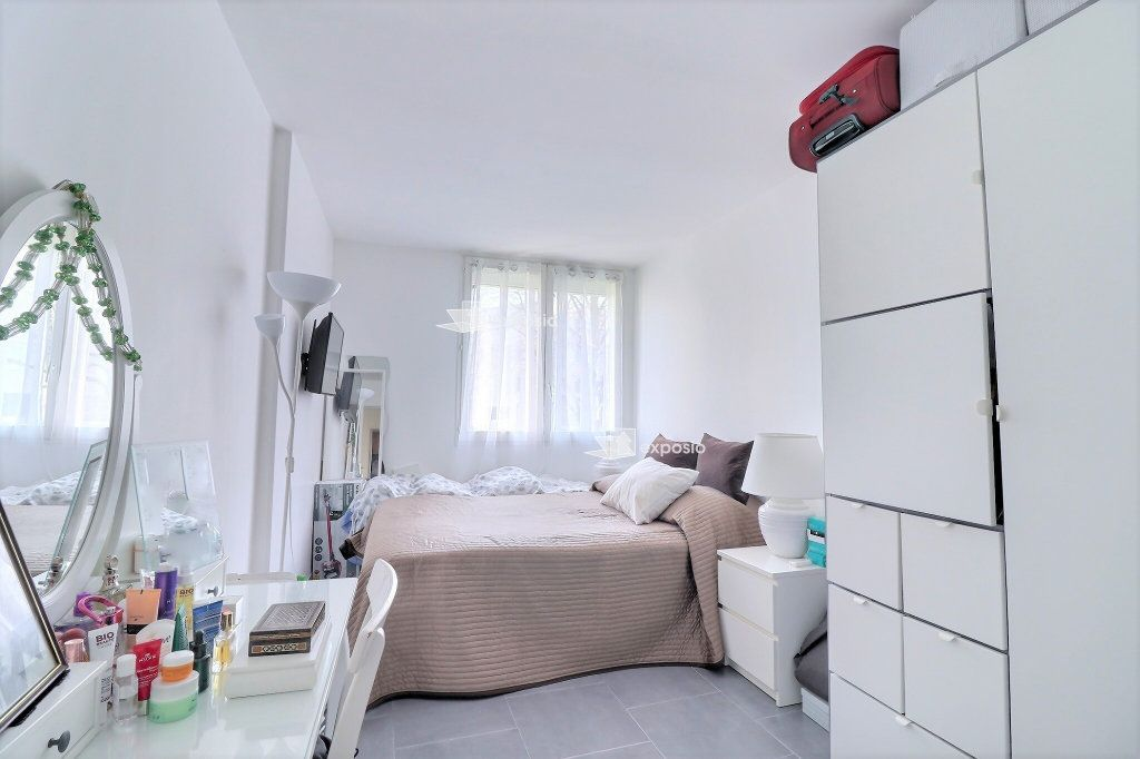 Appartement à vendre 4 80.33m2 à Courcouronnes vignette-4
