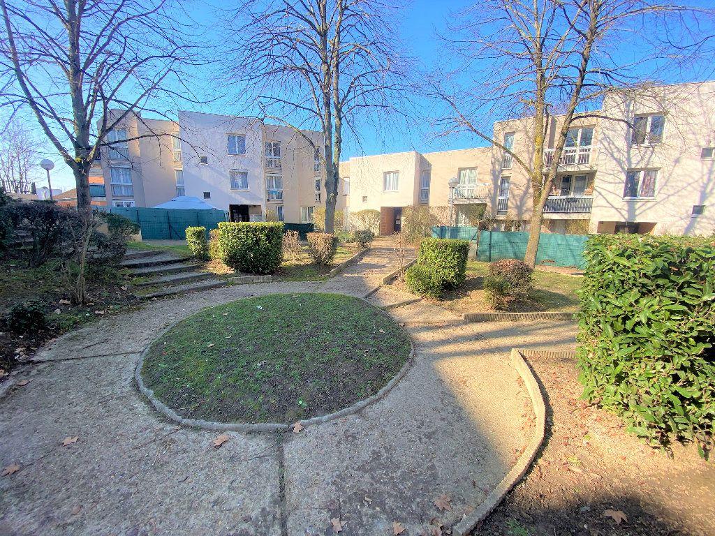 Appartement à vendre 4 80.33m2 à Courcouronnes vignette-9