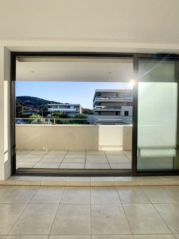 Appartement à vendre 3 86.7m2 à Porto-Vecchio vignette-3