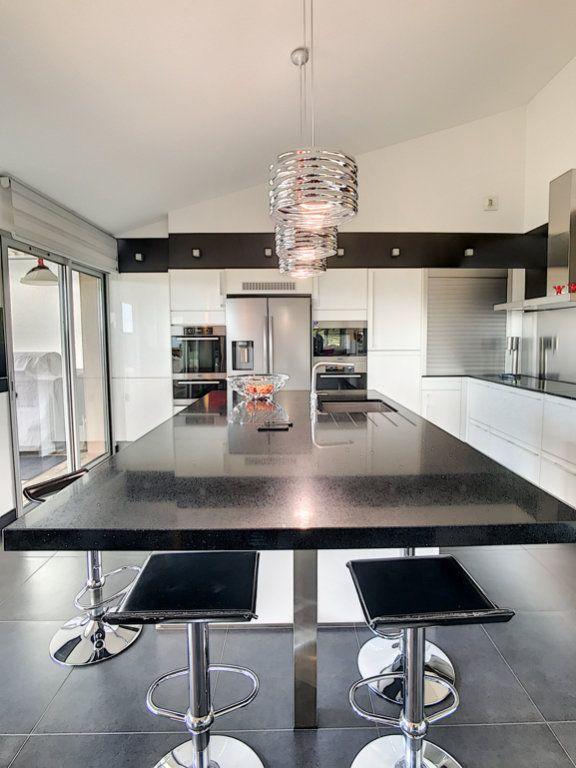 Appartement à vendre 4 138.67m2 à Porto-Vecchio vignette-4