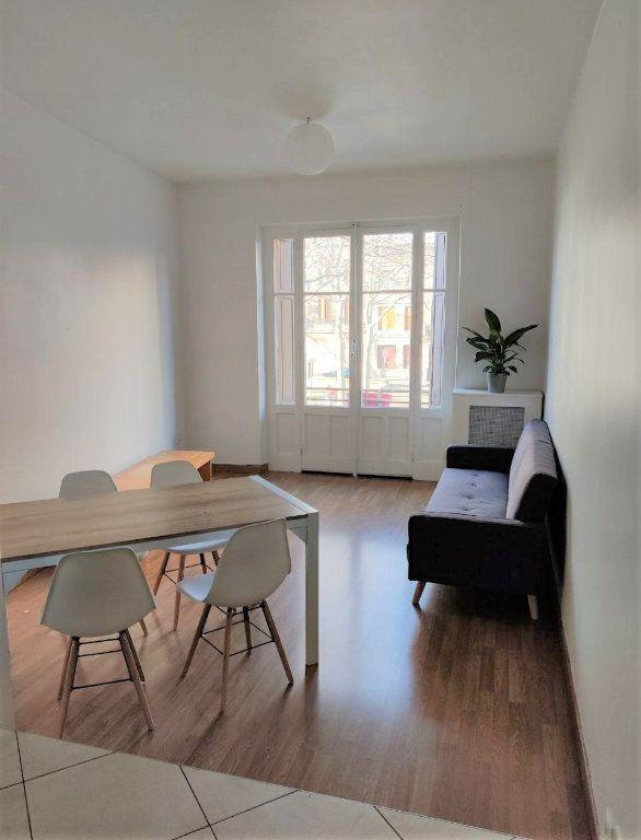 Appartement à louer 3 54.8m2 à Saint-Étienne vignette-1