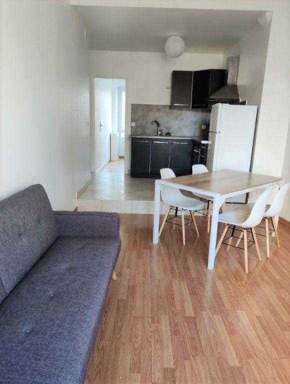 Appartement à louer 3 54.8m2 à Saint-Étienne vignette-2