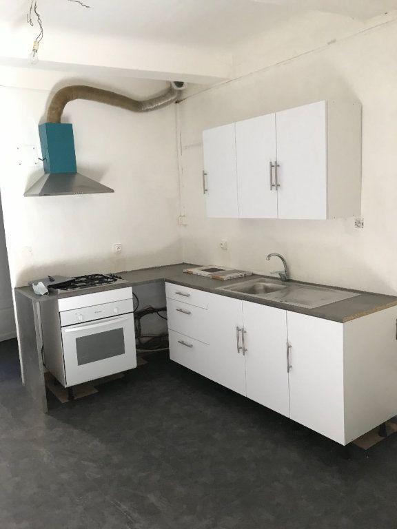 Appartement à louer 4 70m2 à Charleval vignette-2