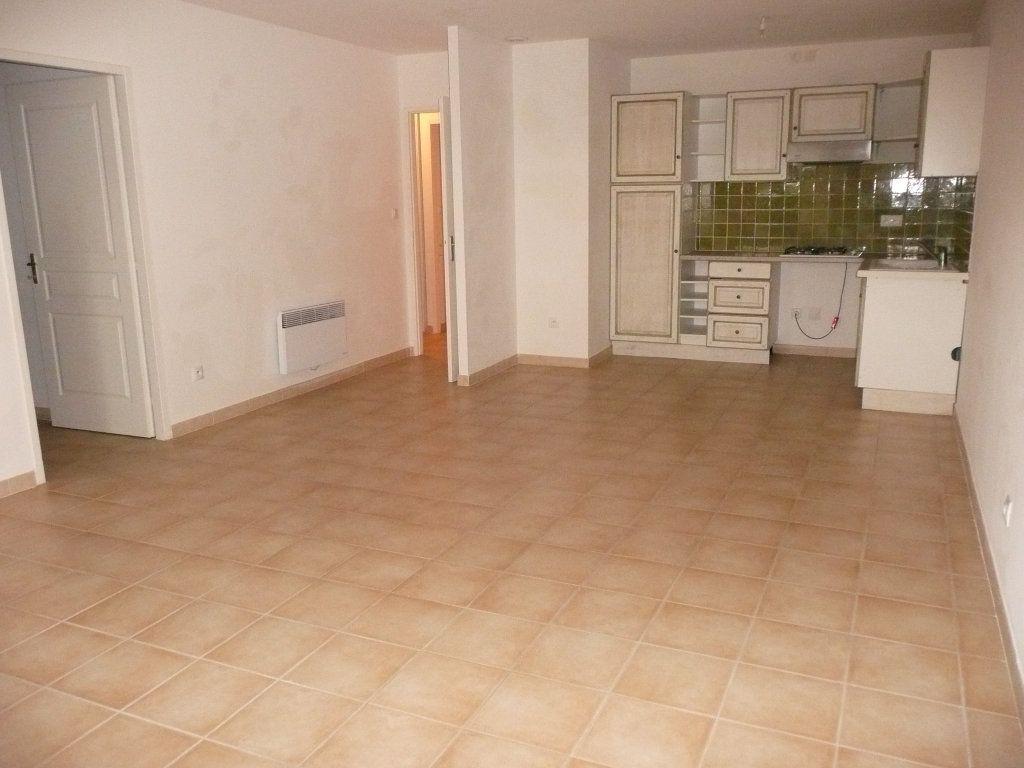 Appartement à louer 4 82m2 à Mallemort vignette-1