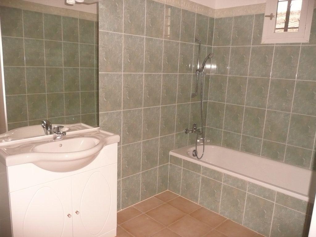 Appartement à louer 4 82m2 à Mallemort vignette-3
