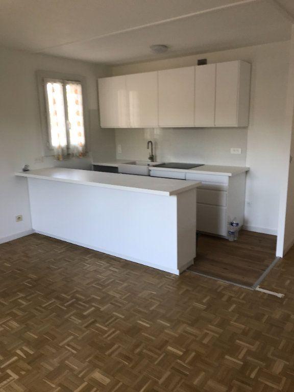 Appartement à louer 2 39m2 à Aix-en-Provence vignette-1