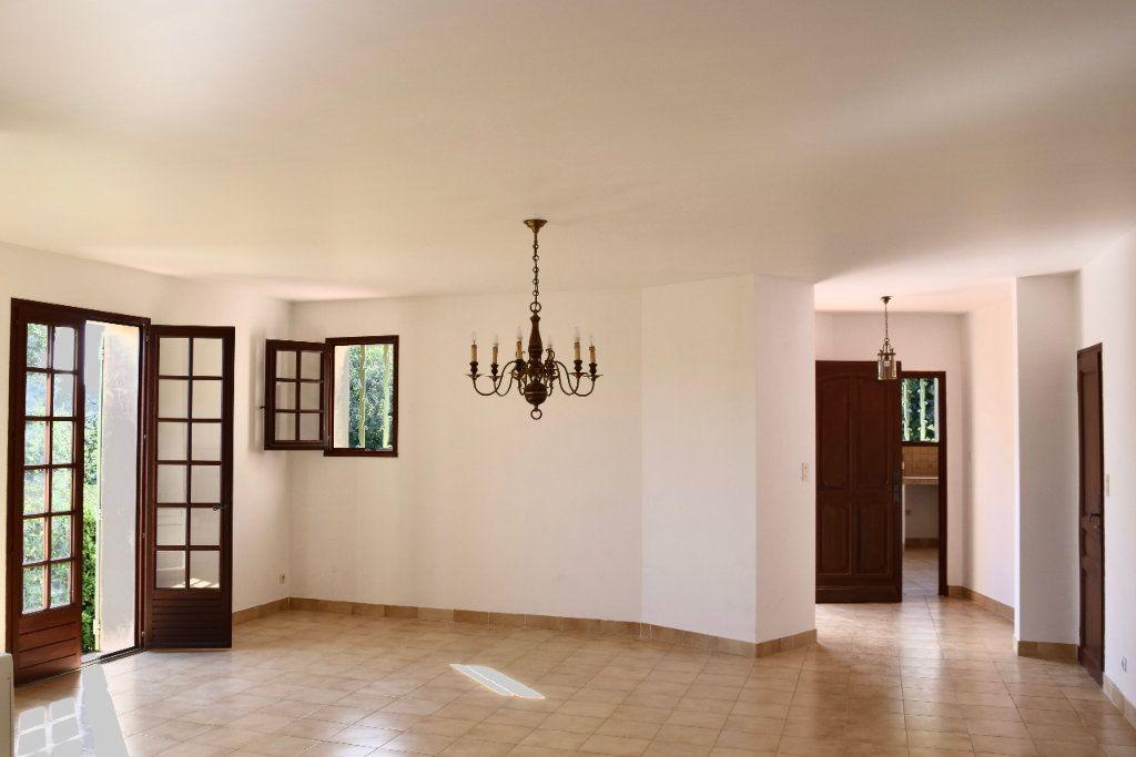 Appartement à louer 3 112m2 à Mallemort vignette-7