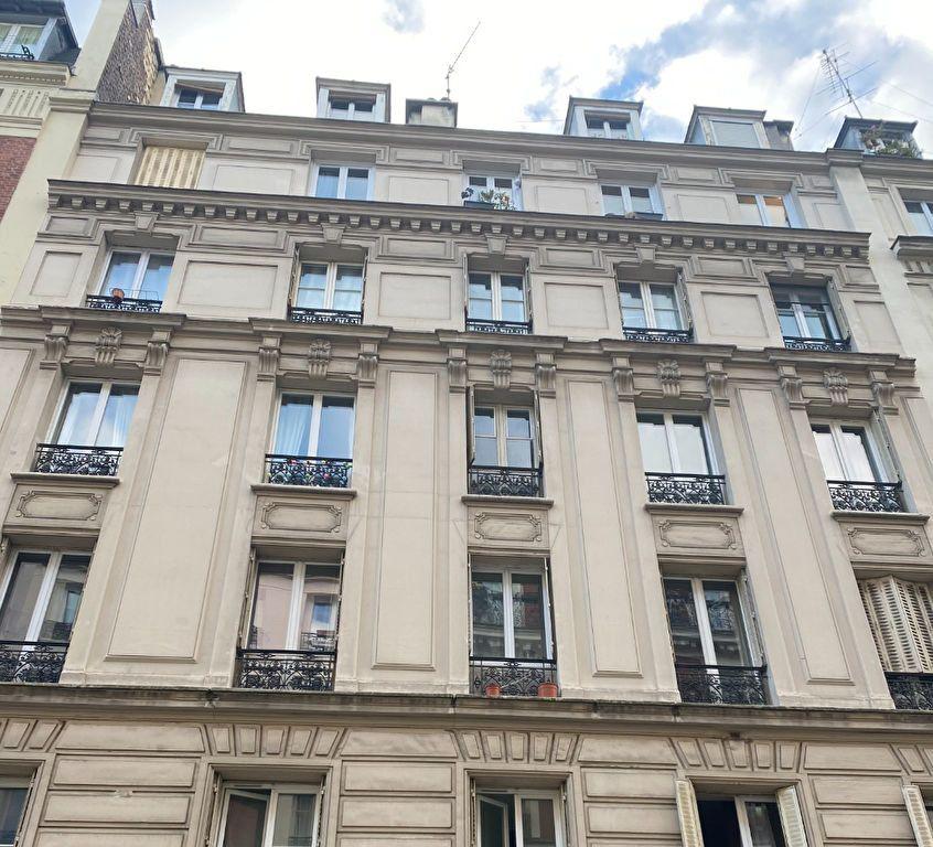 Appartement à vendre 2 20m2 à Paris 18 vignette-1