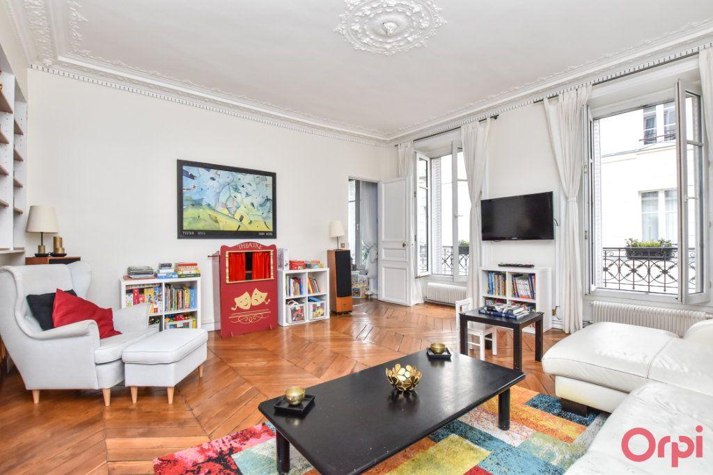 Appartement à vendre 5 128.6m2 à Paris 9 vignette-1