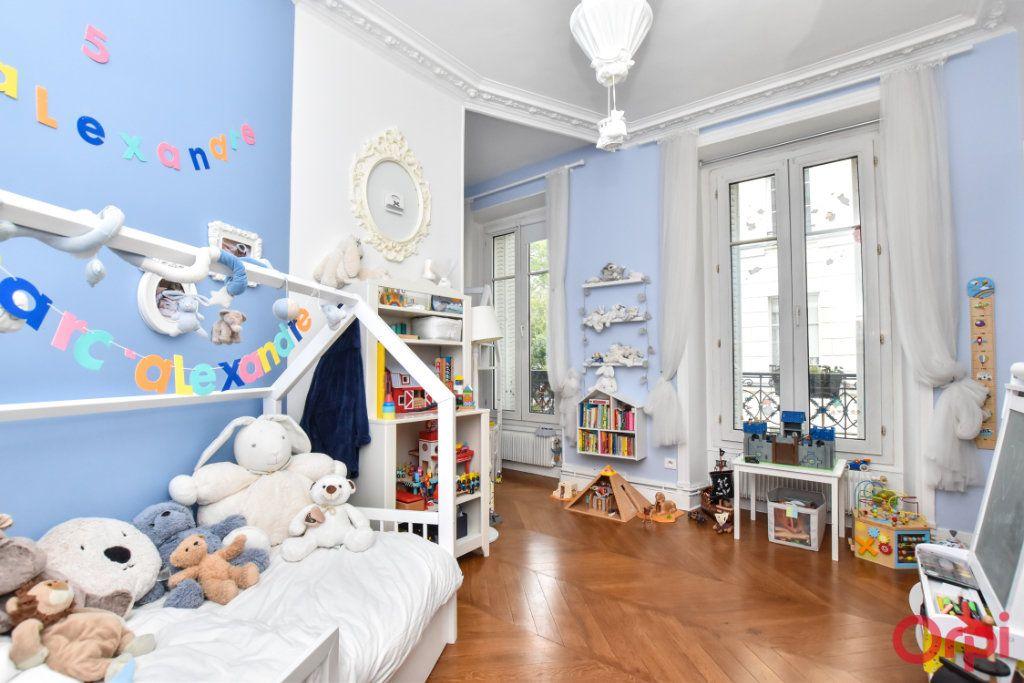 Appartement à vendre 5 128.6m2 à Paris 9 vignette-3
