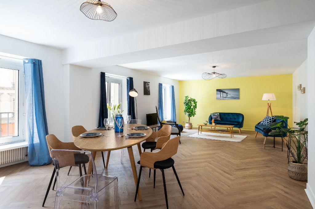 Appartement à vendre 5 122m2 à Paris 10 vignette-1