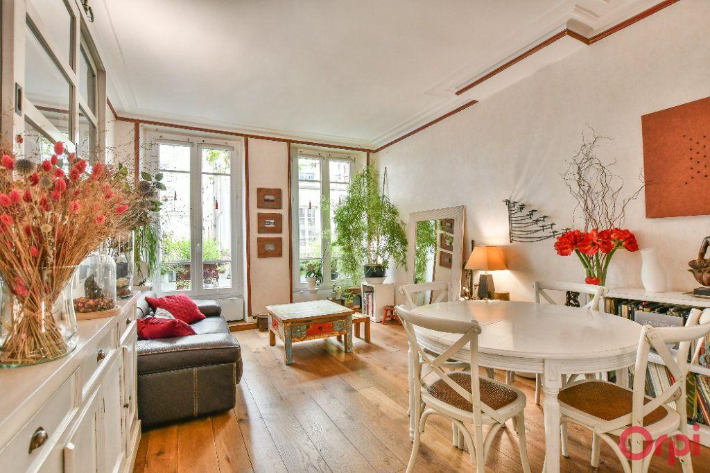 Appartement à vendre 3 62.47m2 à Paris 9 vignette-1