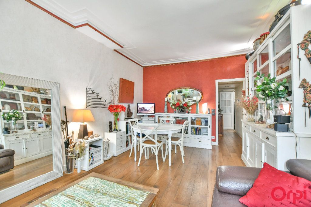 Appartement à vendre 3 62.47m2 à Paris 9 vignette-2