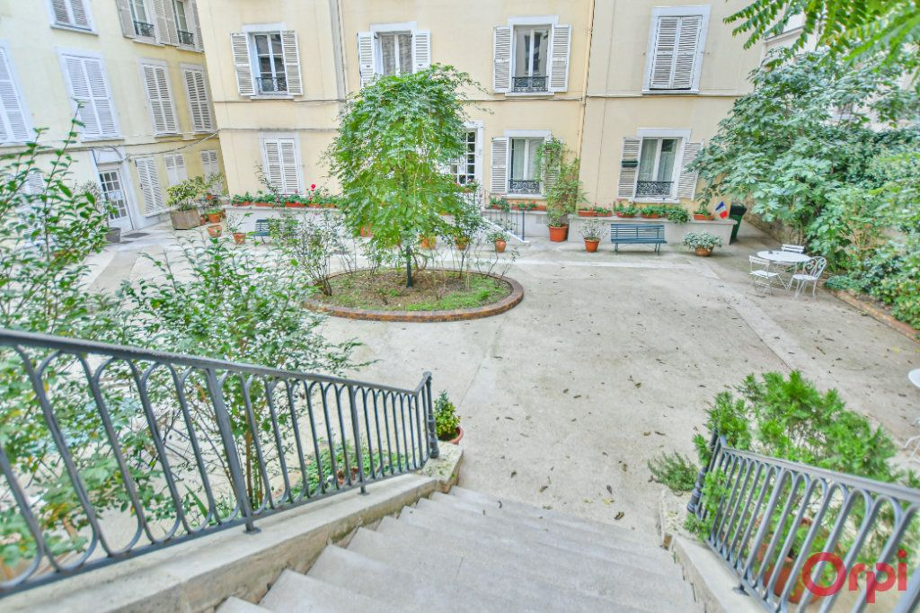 Appartement à vendre 3 60m2 à Paris 18 vignette-2
