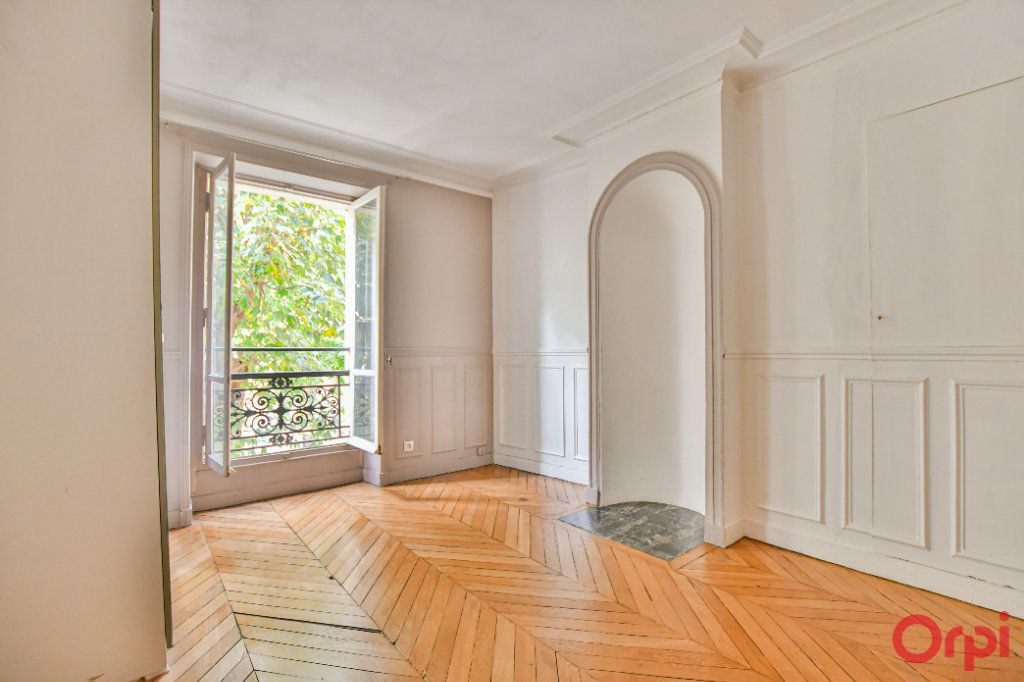 Appartement à vendre 3 60m2 à Paris 18 vignette-3