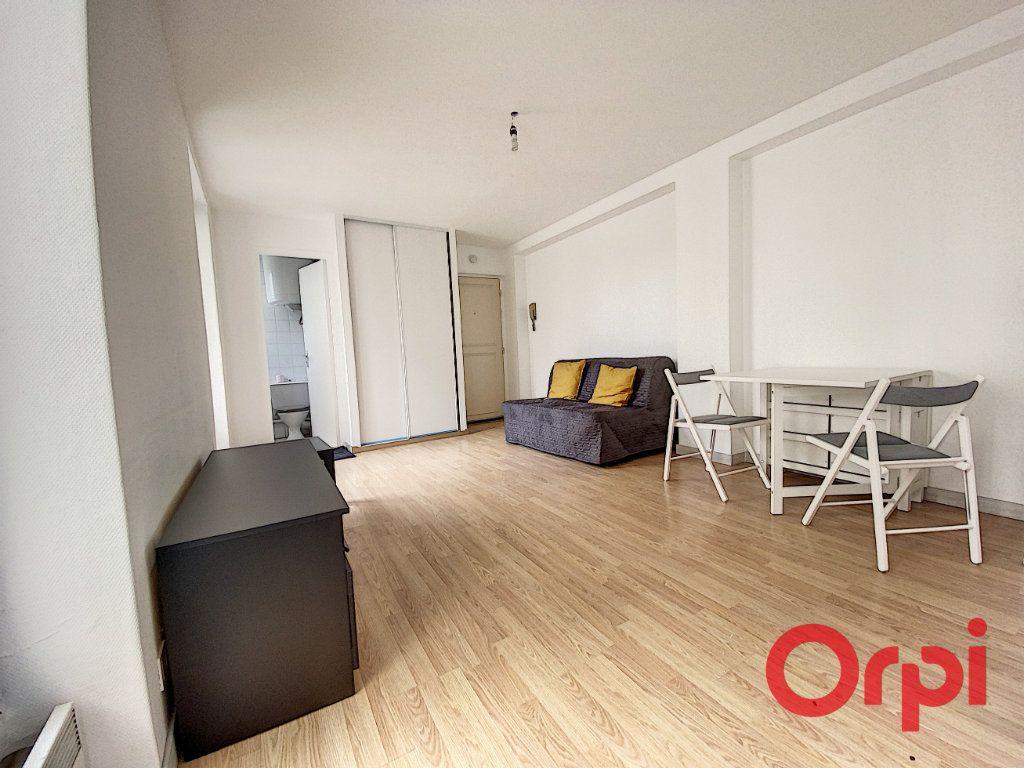 Appartement à louer 1 21.97m2 à Châtenay-Malabry vignette-3