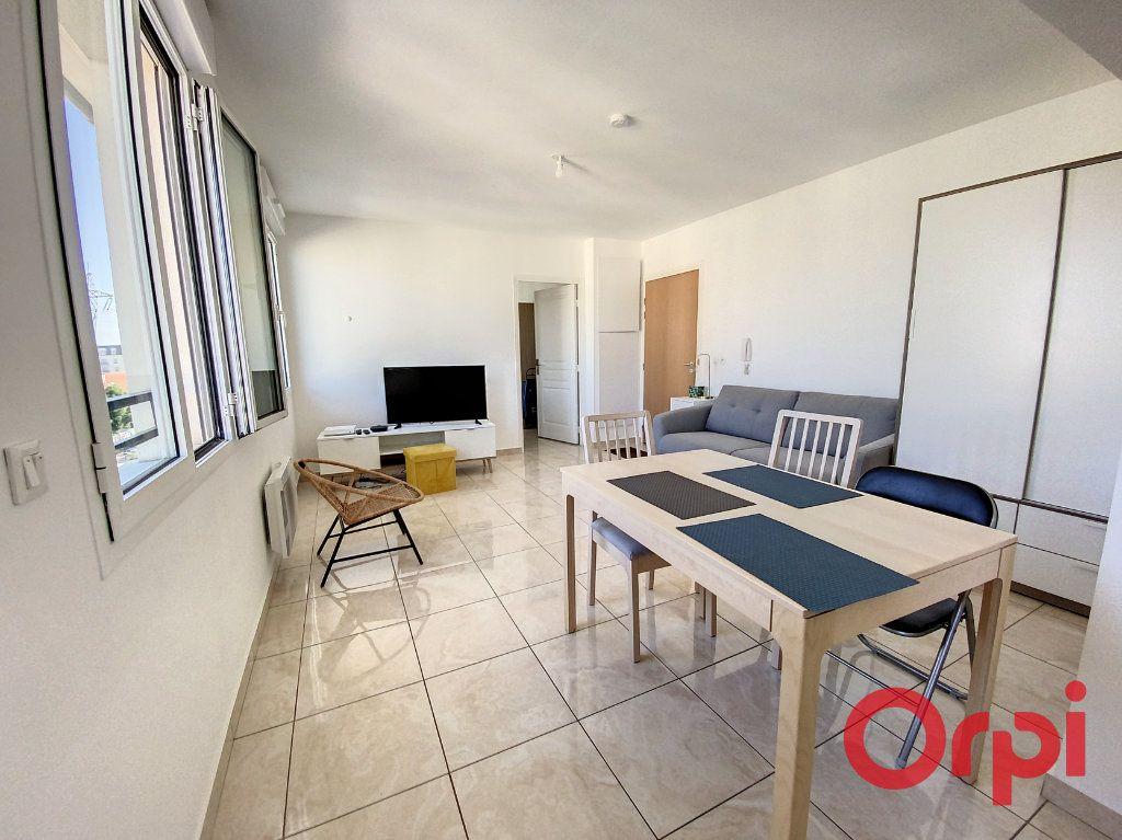 Appartement à louer 2 46.56m2 à Clamart vignette-2