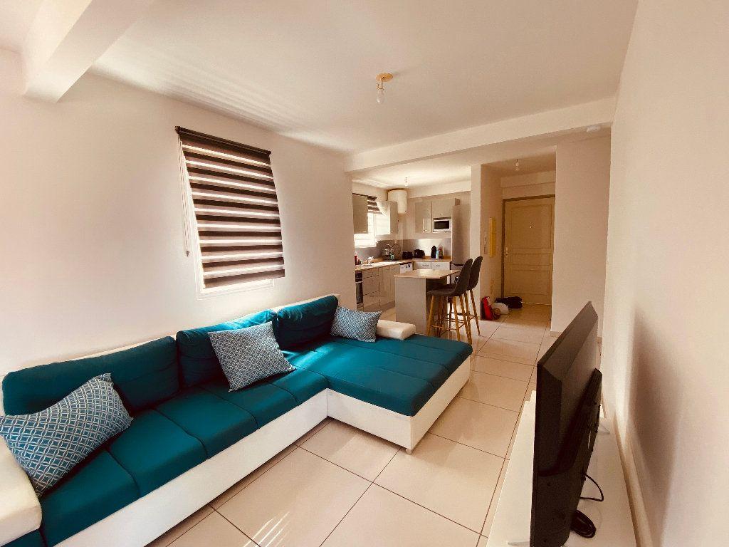 Appartement à louer 3 66.6m2 à Les Trois-Îlets vignette-4
