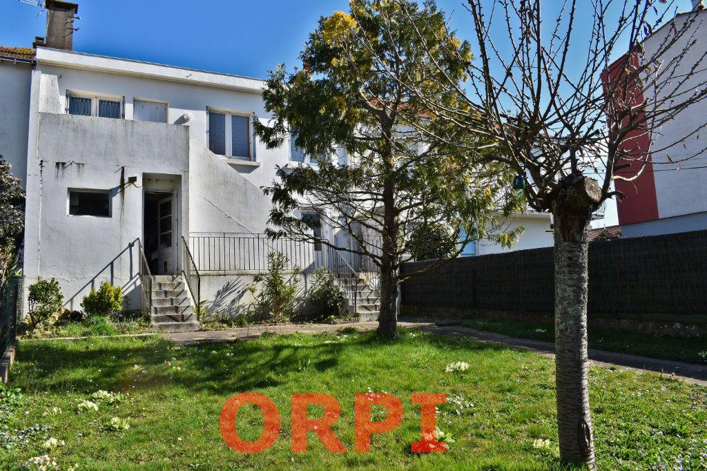 Maison à vendre 4 87m2 à La Roche-sur-Yon vignette-1