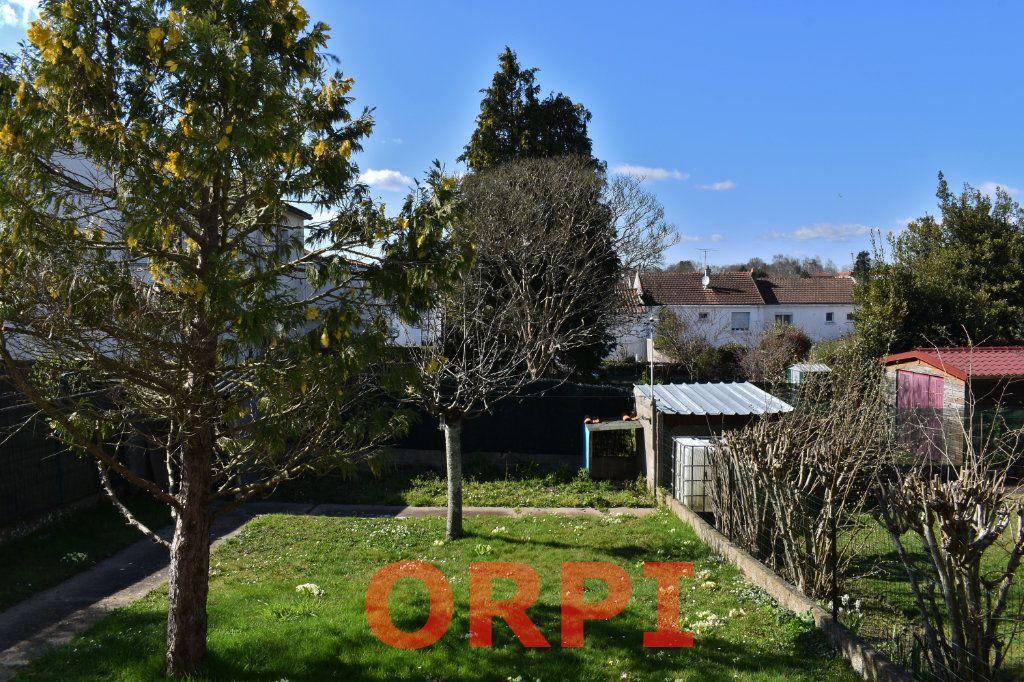 Maison à vendre 4 87m2 à La Roche-sur-Yon vignette-9