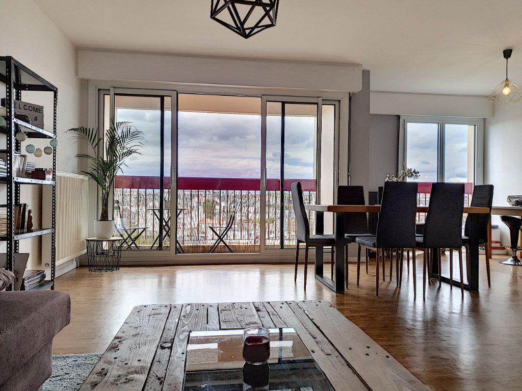 Appartement à louer 3 77.45m2 à La Roche-sur-Yon vignette-1