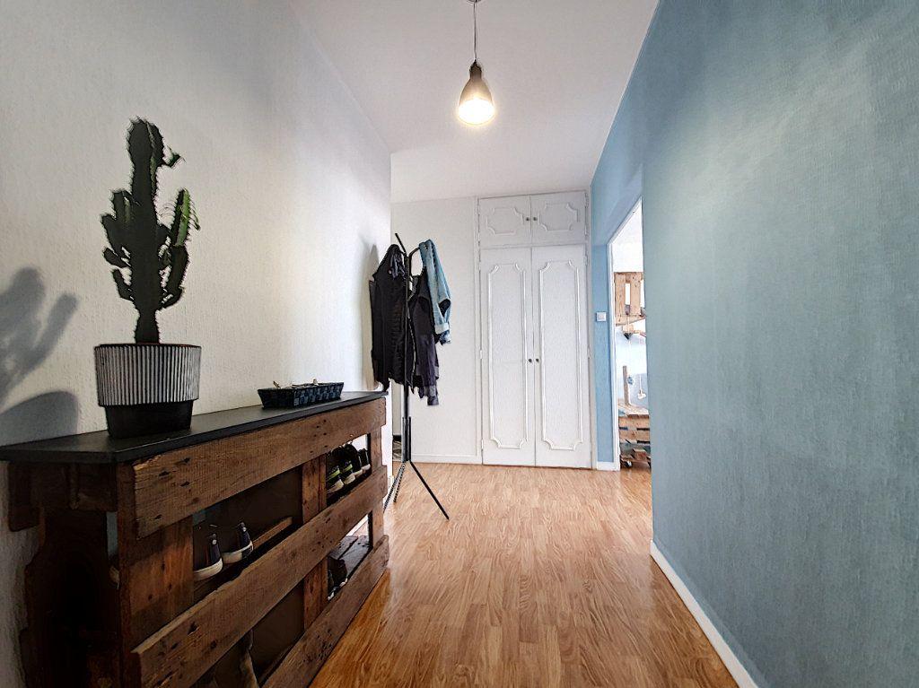 Appartement à louer 3 77.45m2 à La Roche-sur-Yon vignette-2