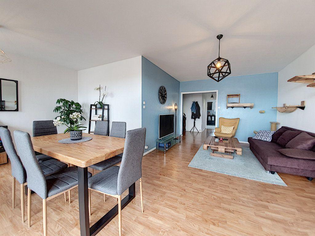 Appartement à louer 3 77.45m2 à La Roche-sur-Yon vignette-4