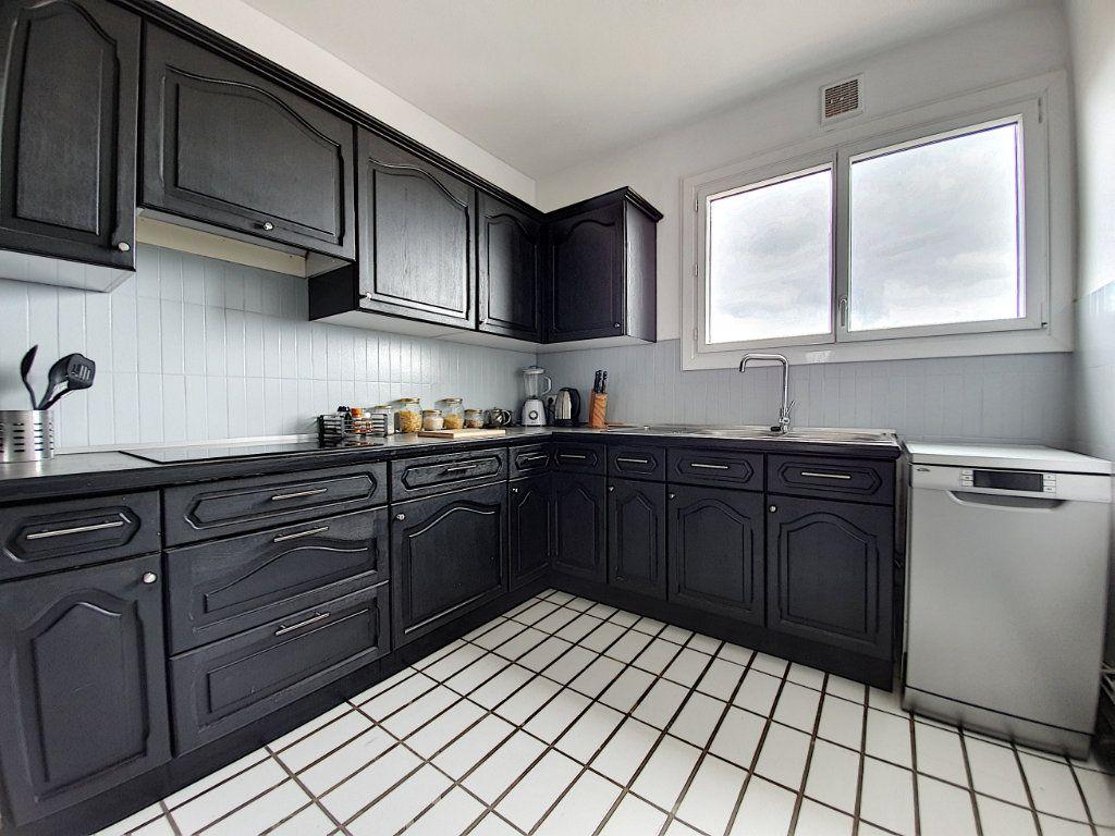 Appartement à louer 3 77.45m2 à La Roche-sur-Yon vignette-6