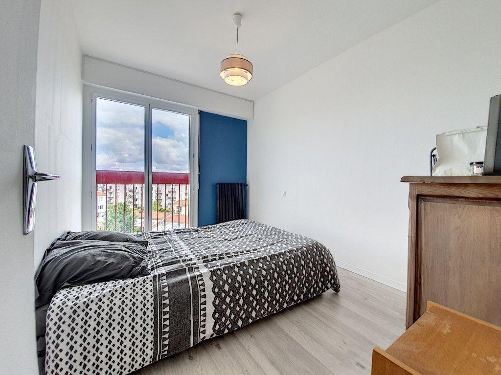 Appartement à louer 3 77.45m2 à La Roche-sur-Yon vignette-8