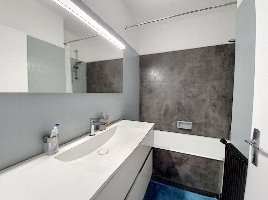 Appartement à louer 3 77.45m2 à La Roche-sur-Yon vignette-9